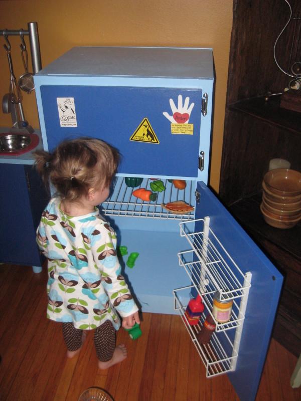 Diy play refrigerator a jennuine life for Life size kitchen set