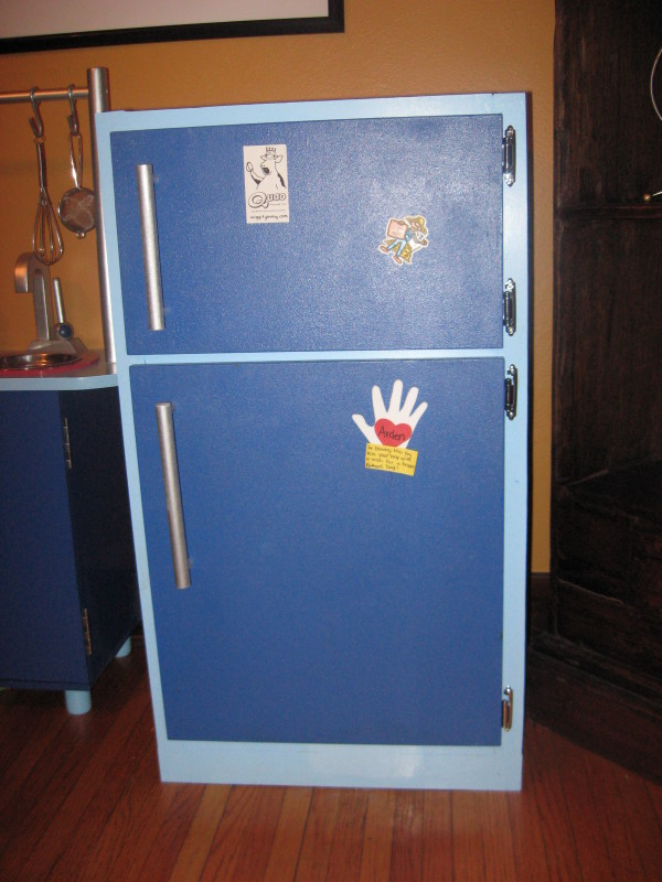 DIY Play Refrigerator